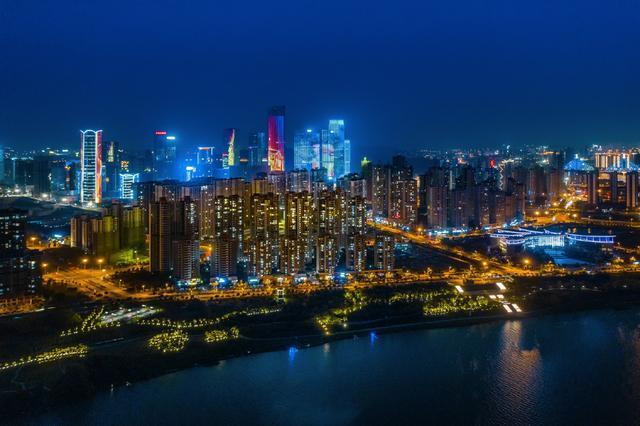 南宁越来越国际化,有点像新加坡,你觉得对吗