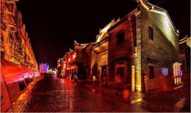 桂林又一网红打卡新地标诞生!酷炫的星空尾箱集市在这里