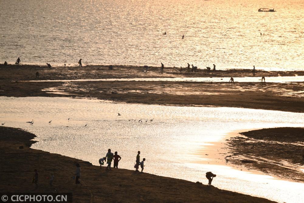 广西北海:暮色金滩风景线